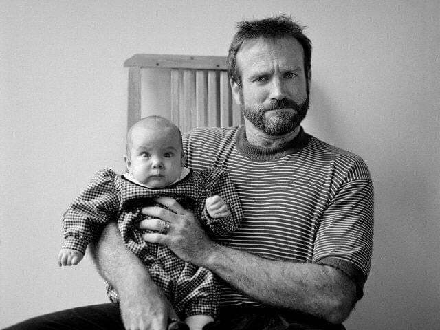 Robin Williams with his daughter Zelda, 1989 #pics pic.twitter.com/UhYAqOik3u