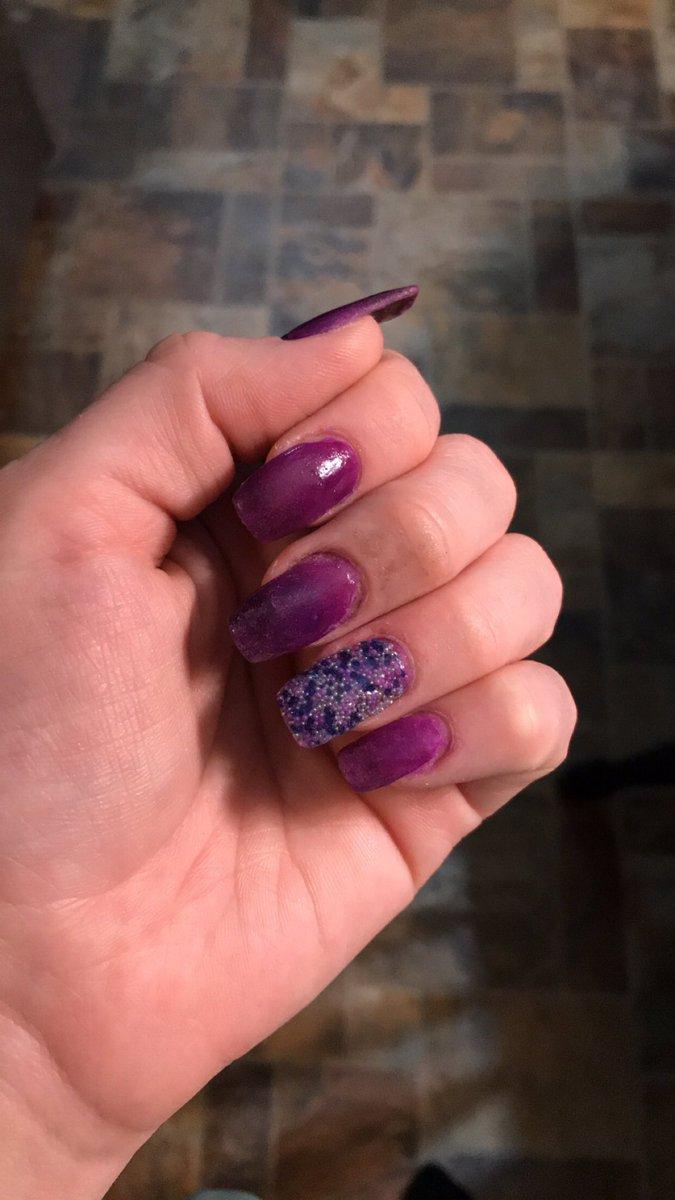 New nails #freshset #nails #nailsofinstagram pic.twitter.com/bZUKz5OuHj