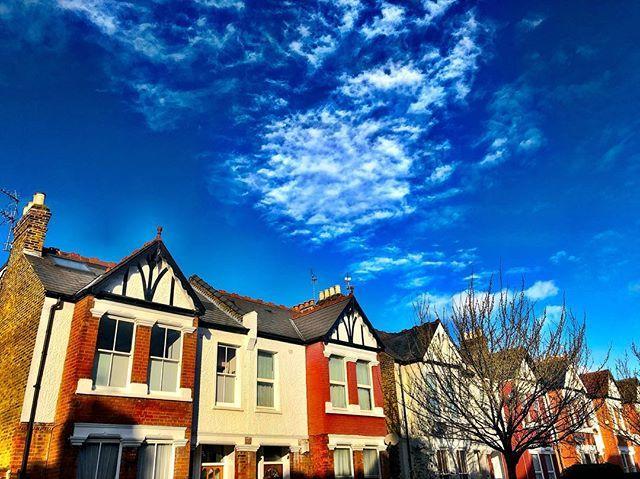 Blue skies in Shepherd's Bush / move over Notting hill there are other suburbs in London with colourful houses! #Igshotz#exploretocreate#travelandlife#huntgram#instagoodmyphoto#igu_dog#thebest_capture#theworldshotz#worldtravelbook#justgoshoot#peoplescreative#exploretocreate#… pic.twitter.com/UO7WRyAhz4