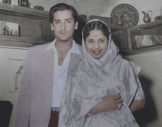 From reel to real life couple, #ShammiKapoor and #GeetaBali captured in this lovely  pic.  #bollywoodflashback #bollywoodcouple #vintage  @MsPoojaDesaipic.twitter.com/rqJIrgLOZt