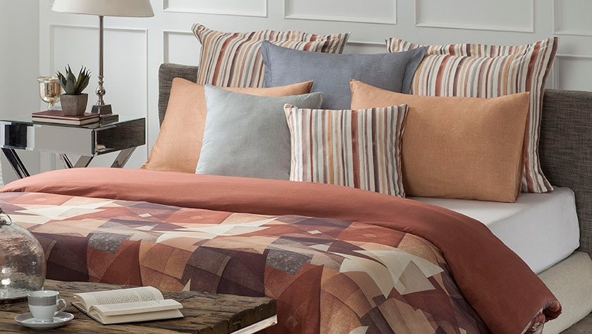 A promise for a good night sleep- inked on this attractive bed linen collection! . . . #bedlinen #interiors #bedroom #textiledesign #printdesign #furnishings #hometextiles #moderninteriors #interiorinspo #interiorphotography #homedecor #styling #interiorstyling @ddecordairiespic.twitter.com/jC8zhaPlTt