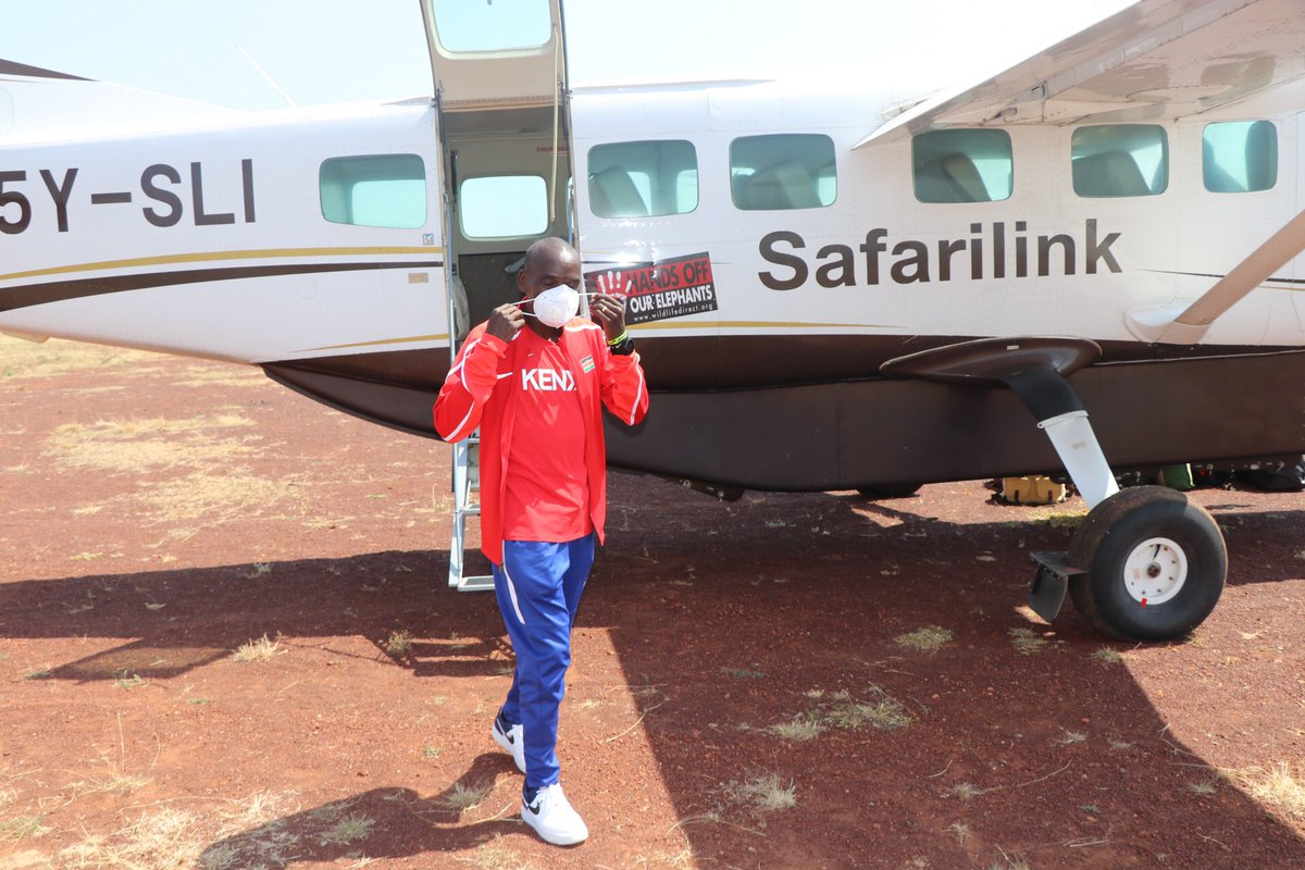 We are happy to have flown the Great Marathon Champion Eliud Kipchoge to witness the Wildebeest migration in Maasai Mara . #flysafarilink #safarilink #EliudAtTheMara #tembeakenya #TheMagicAwaits https://t.co/aAGGdR5ksB