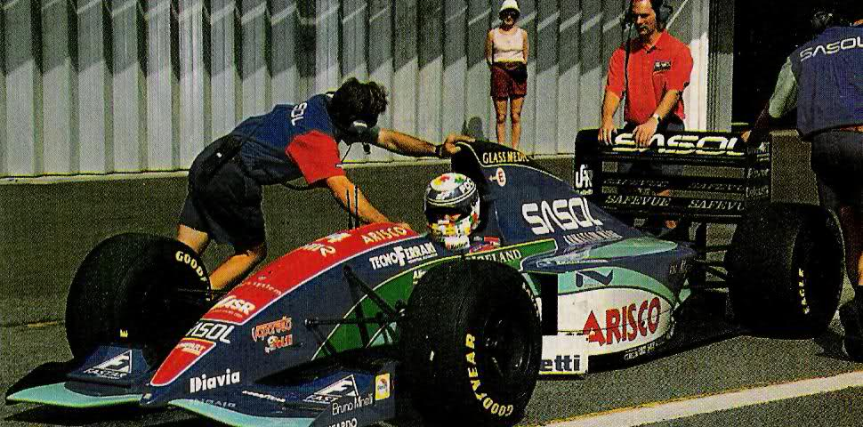 Who doesn't remember the Italian Vittrio Zoboli? He was Jordans test driver in 1994. In 1993 he competed with the 193 at the Bologna race show. In 1995 he did this for the new @FortiCorseF1 team.   @F1JordanGP #Formula1 #Formule1 #F1 #RetroF1 https://t.co/81c64nPzNq