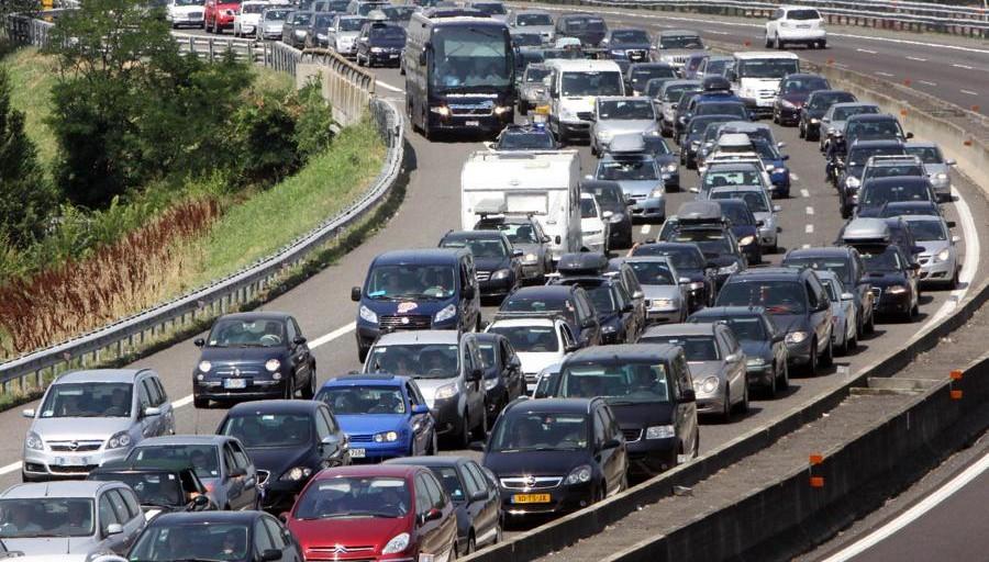 Fine settimana di partenze. Sabato nero con #traffico intenso sulle strade . Code agli imbarchi per la Sicilia. Già dal pomeriggio previsto un allentamento  Al #Tg2Rai delle 13.00 del #8agosto https://t.co/qeUqfMdMqo