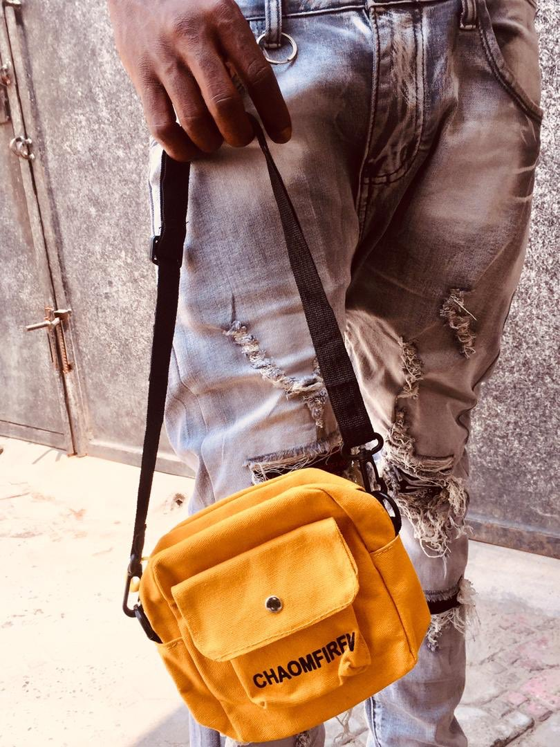Available color-Black & Yellow.  Price -3,500 naira(including delivery fee)  Location-Lagos   Freebies-original Earpiece   Note-Due to the different display and different light,the picture may not reflect the actual color and size of the bag.pic.twitter.com/IcmvsdjO6O