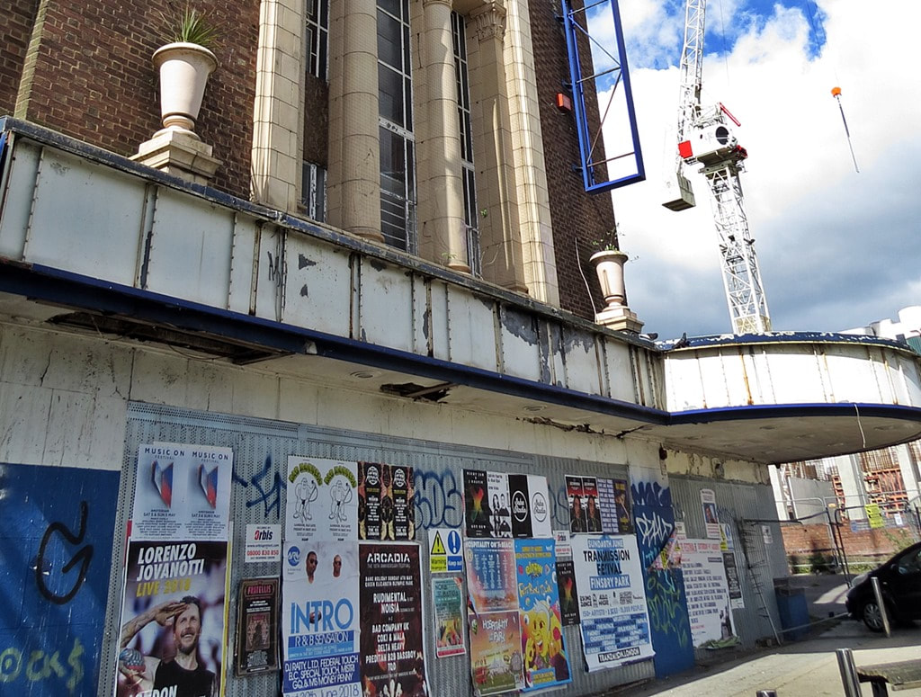 Oh well.. That's #Cinemas & #Museums f@@ked then... #Coronavirus #LatestNewspic.twitter.com/8xfbHLktzb