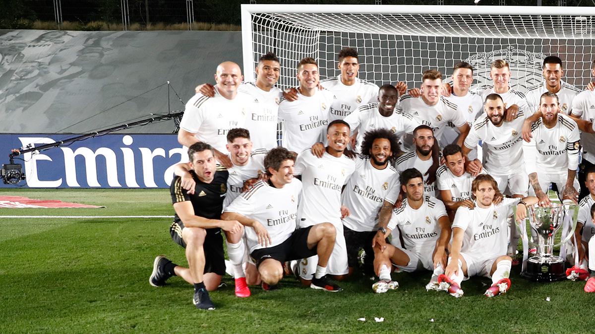 📅🔚 ¡Cerramos la temporada con 2️⃣ títulos para nuestras vitrinas! 🏆 @LaLiga 🇪🇸 Supercopa de España #RealFootball | #HalaMadrid https://t.co/GMLcdVQicS