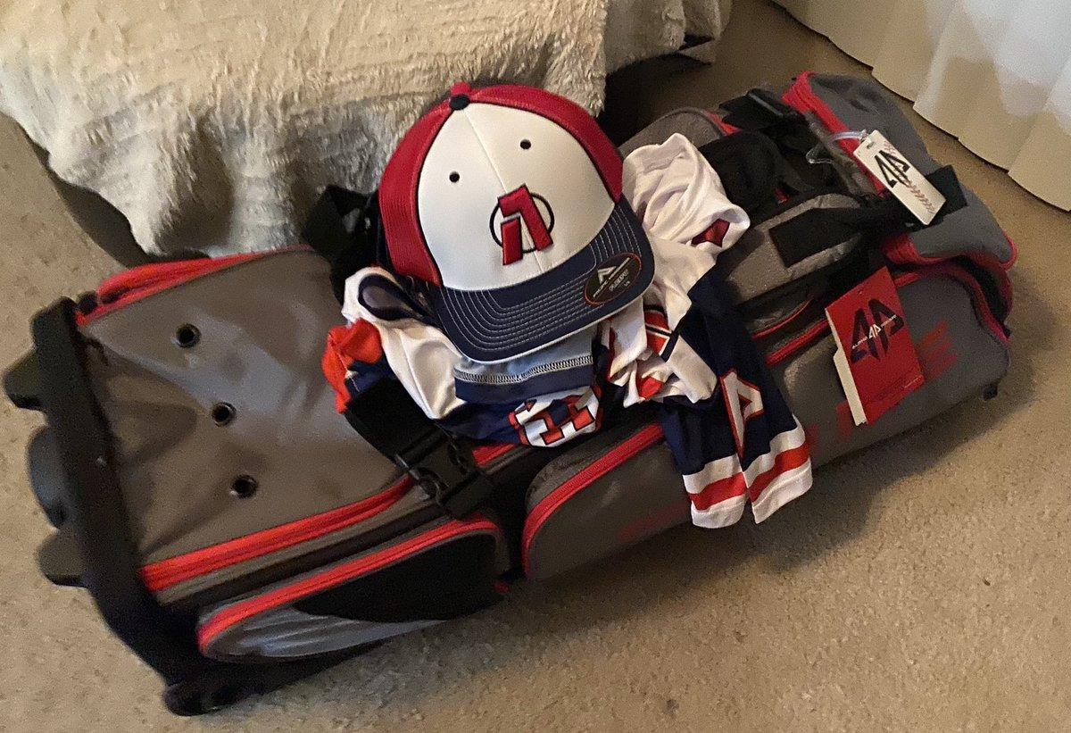 New Aviator uniforms have arrived!!! #travelball12u, #SpaceCoastAviators, #baseballislife pic.twitter.com/sg5u6OotdK