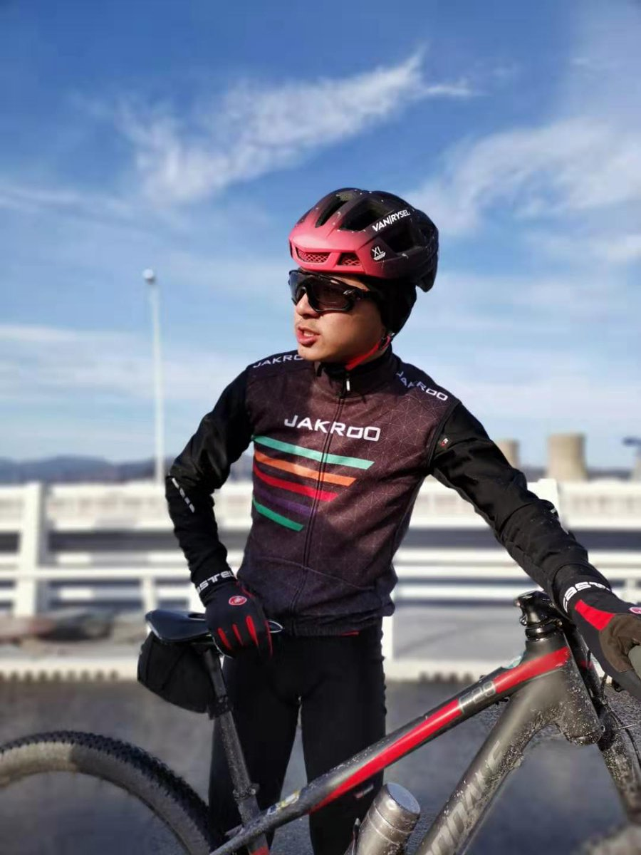 Hello everyone, this is my first tweet. I'm a college student of Peking university, majoring in computer science (Turing Class Program) and chemistry. As a road bike enthusiast, I train and compete for Team PKU. #myfirstTweet #PKU #cyclingpic.twitter.com/K18zvCIm4o