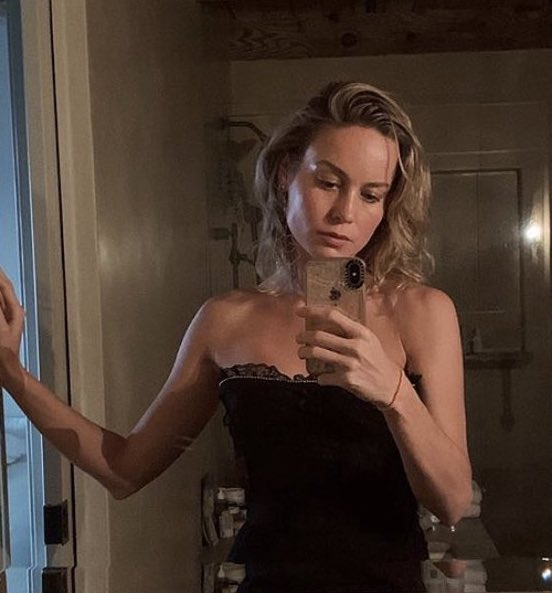 Brie Larson is either :  hot as hell            thinking what the hell pic.twitter.com/ypn5us8g3y