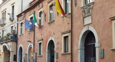Muore suicida ex dirigente del Comune di Taormina, era accusato di corruzione - https://t.co/LToPCxbGD9 #blogsicilianotizie