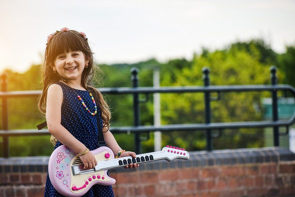 To keep #kids engaged, try new #hobbies such as a musical instrument, puzzles, writing, sewing, painting, reading, or building and creating.  If sports are still a desire, opt for more lower-risk ones such as swimming, tennis, gymnastics, #kayaking, skiing, or track and field.pic.twitter.com/0QKMMrTomJ
