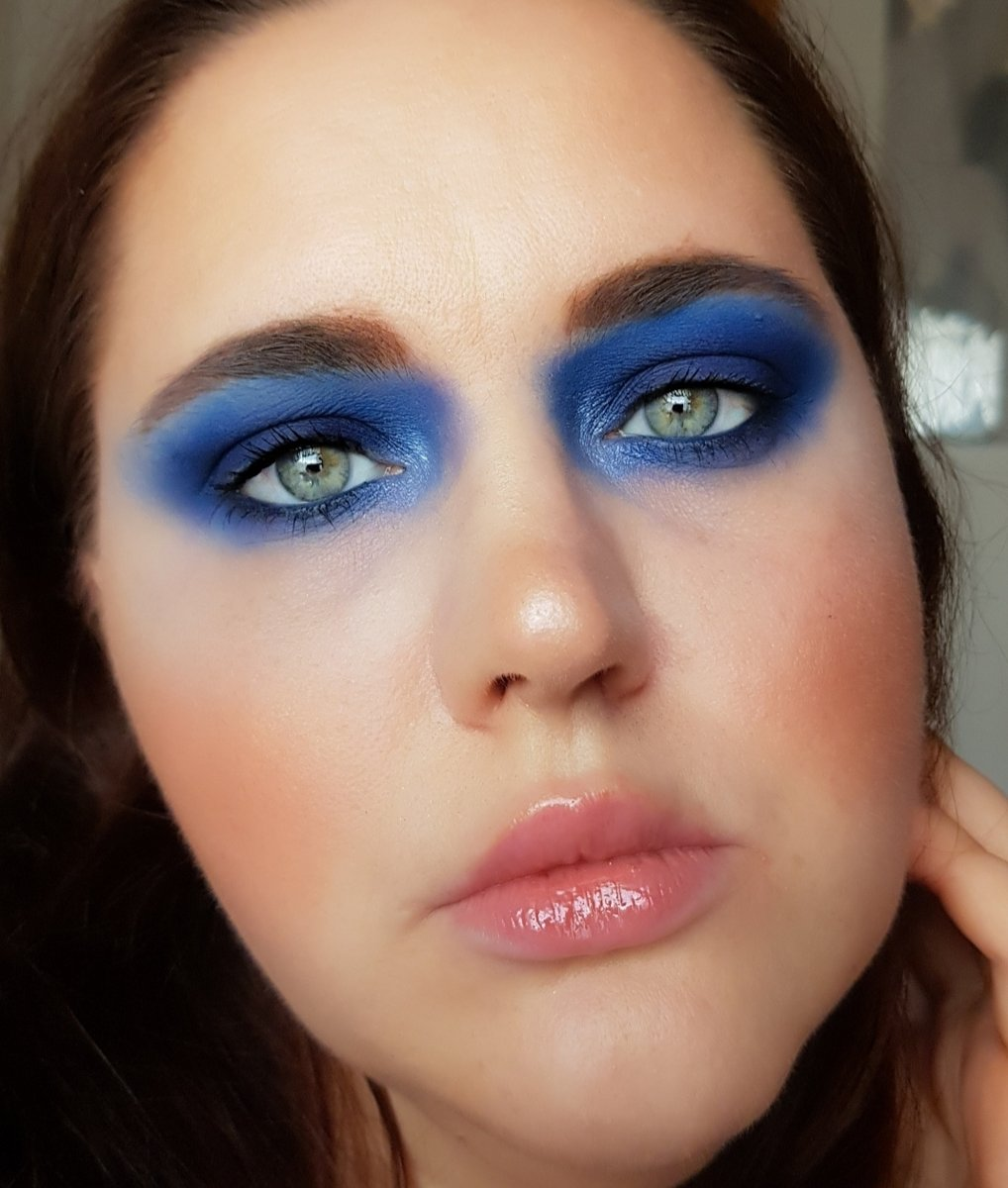 I just wanted to do a smoky blue eyeshadow look ^,^ well why not? super simple!⁠ #nikkihelena #makeup #beauty #fullface #dior #anastasiabeverlyhills #jouer #becca #mac #abh #fenty #undiscoveredmua #undiscoveredmuas #mua #makeupartist #makeupaddict #bobbibrownpic.twitter.com/8ELUkePO5T