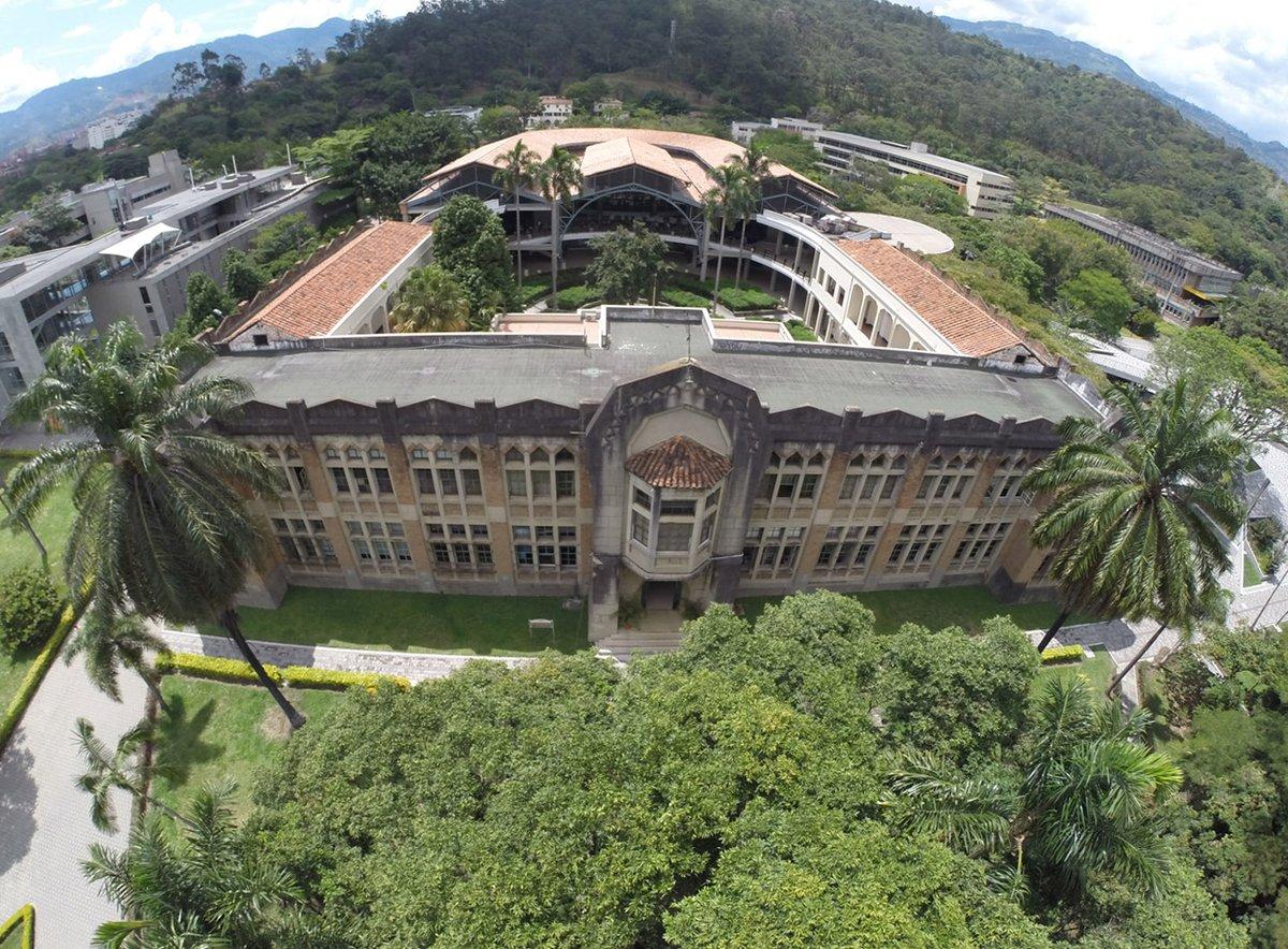 👩🏫Ana Catalina Reyes fue decana de la Facultad de Ciencias Humanas y Económicas entre 1996 y 2000 y en marzo de 2010 fue designada vicerrectora de la sede de la Universidad Nacional en Medellín, cargo que ocupó hasta 2012. Se retiró en 2015. Foto cortesía @UNALmedellin https://t.co/Rm20d5CpWL