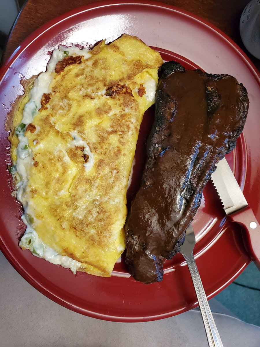 Scallion and Pepper Jack Cream Cheese filled omelet with Ribeye for lunch, pretty proud of this one https://t.co/Ur6hbOtAF6