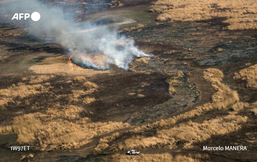 Frappé par une terrible sécheresse, le delta du fleuve argentin Parana, un des plus puissants et riche en biodiversité du monde, est en proie à des incendies sans précédent https://t.co/ME5qnlyE6b #AFP https://t.co/qkIMJeznmZ
