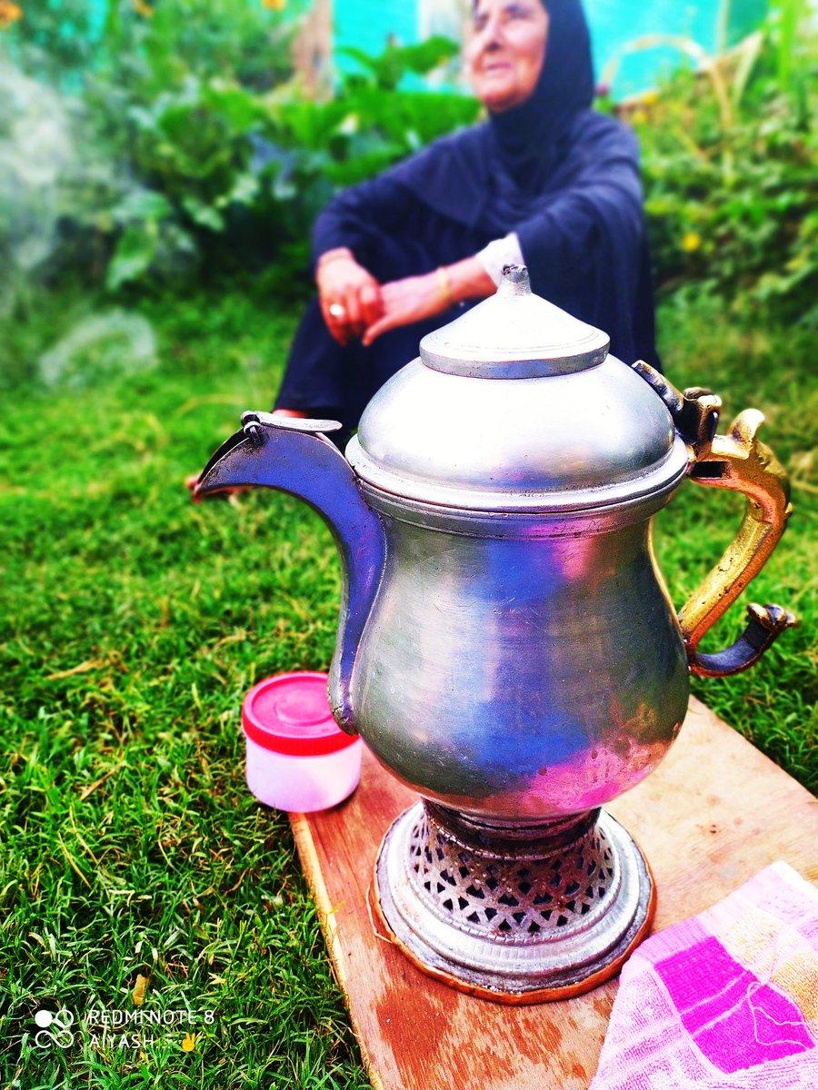 My grandma while taking noon chai (tea) of samaour #Kashmir  #KashmirBleeds #KashmiriLivesMatter #PeaceAndLove #NaturePhotography  #traditional #cultureneedsdiversitypic.twitter.com/SAsTsj6ahK
