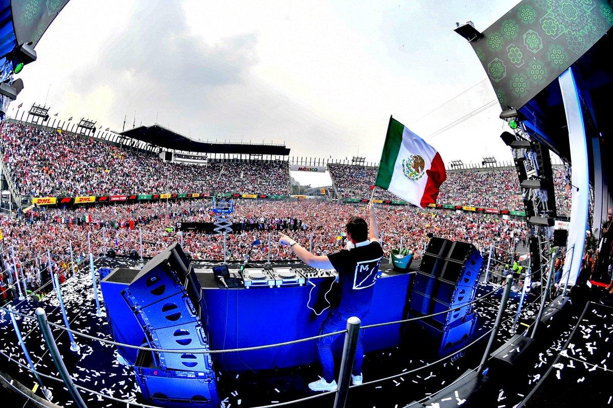 Las premiaciones del Mexico GP son simplemente las mejores del mundo!!!!  #mexicogp #ahr #forosol https://t.co/4dCAgUOsi5
