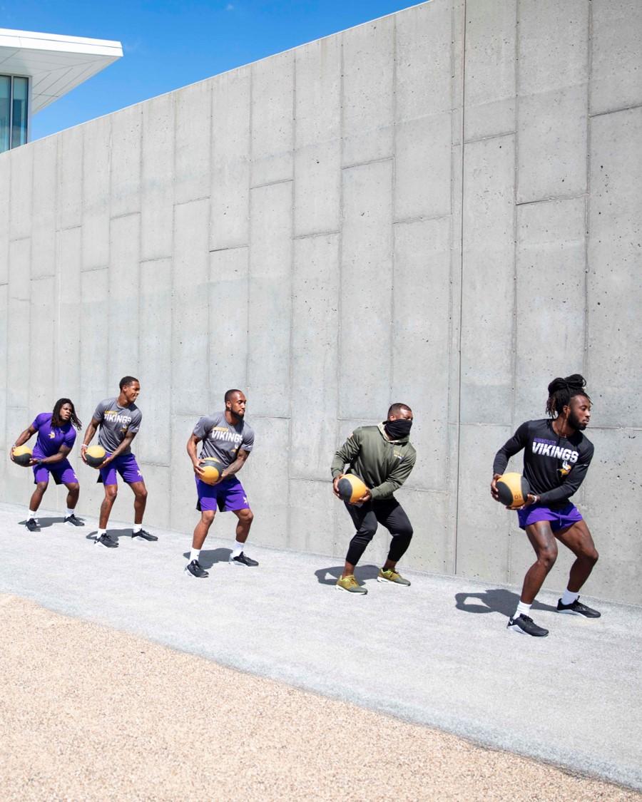 Auch die Defensiv-Rookies bringen sich in Form! #VikingsCamp https://t.co/5xghOAEVxG