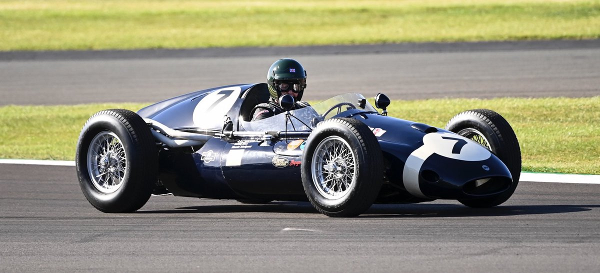 Cooper T51 driven to victory by Sir Stirling Moss 3 times + raced in every 1959 GP by Maurice Trintignant. It's a few months older than me but much better looking. Very drive-able too, you wear it rather than sit in it. Fuel tanks to protect you each side and DIY rollover bar 😳 https://t.co/gByiNXkxDD