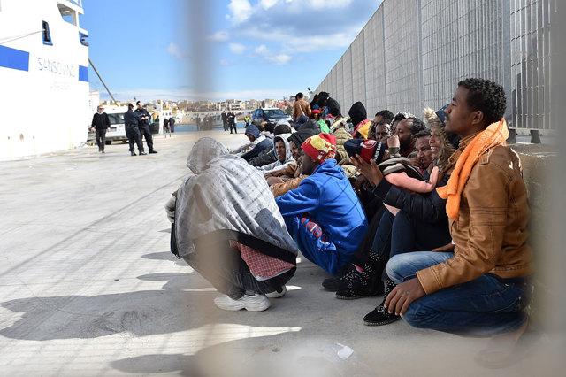 """Emergenza #migranti. Si attenua la pressione sull'hotspot di Lampedusa. Gli sbarchi limitati dalle avverse condizioni meteo. E il Viminale conferma """"Luglio il mese con più arrivi""""  Al #Tg2Rai delle 20.30 del #8agosto https://t.co/aAPU8r3mZB"""
