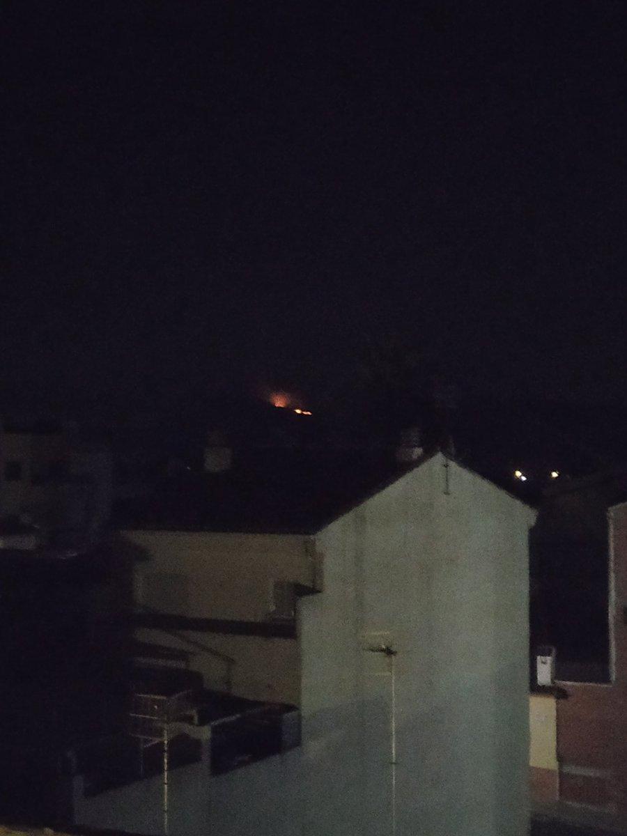 Incendio forestal... Nos cargamos el planeta... Desde mi casa se ven las llamas... #incendioforestalalicante Visto desde Muro de Alcoy pic.twitter.com/b6oU6qVD0G