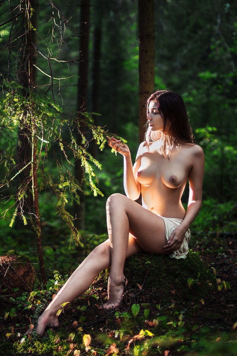 Wood nude