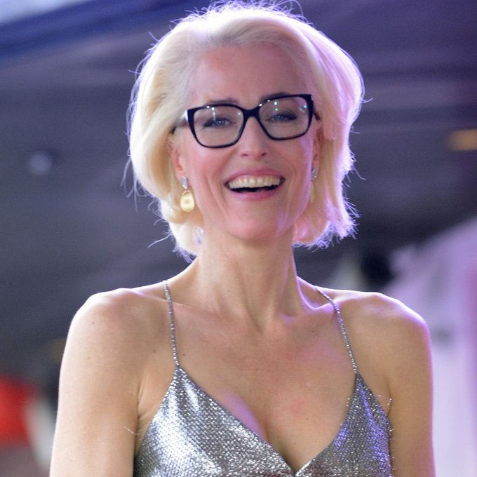Happy 52nd birthday to the woman who has completely stolen my heart... gillian anderson ma am, you are a gem.