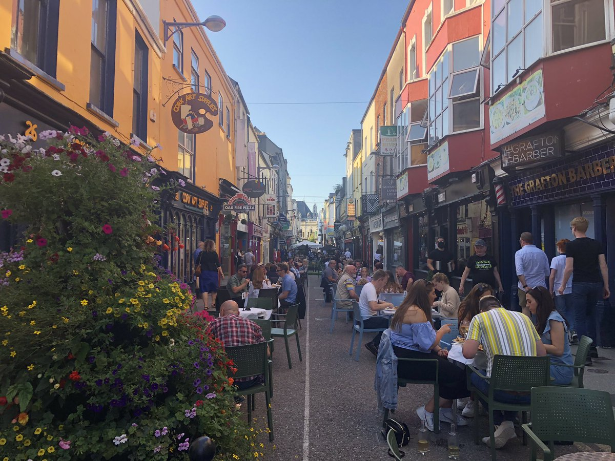 How could we ever tire of looking at this?! First outdoor dining experience on Princes Street this evening and it was absolutely class. A bonus to see Claire from @Nash19Cork #purecork https://t.co/IZ9uuMqGHa