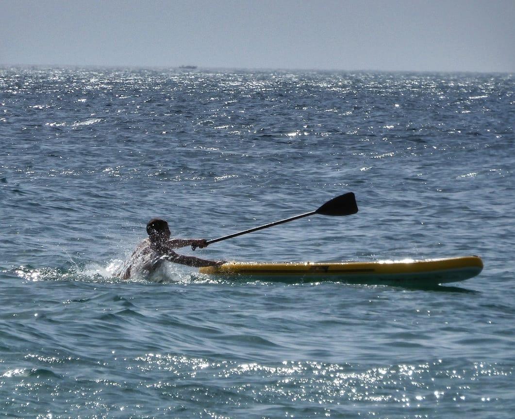 Hombre al agua. Paddle surf. #instantes_fotograficos #playa #beach #beachboys #beachphotoshoot #ocio #paddleboard #paddlesurf #paddleboarding #vacaciones #findesemana #weekend #week #Cadizpic.twitter.com/PZt6dg8EYW