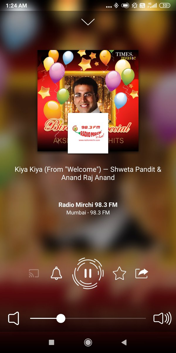 Listening Kiya kiya song on @RadioMirchi  What a song and zakkas dance n expression  by @AnilKapoor Superbpic.twitter.com/AQEHenOIw2