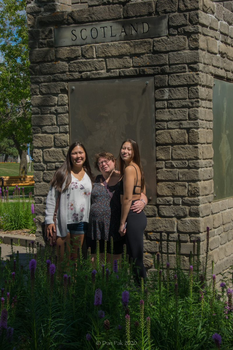 The last of my tourist photos  from #ThunderBay  My girls are one part Scottish/German & half Chinese.  It was fitting to be by the monument for #Scotland  - #ontario #multicultural #friendshipgardens #family #motherdaughter pic.twitter.com/bCxVcWA5pu