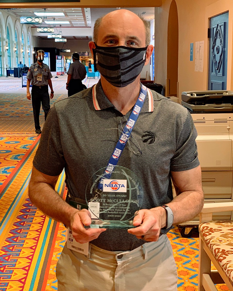 Congratulations to our very own Scott McCullough on receiving the 20-year award as an athletic trainer in the association presented by the @NBATA. https://t.co/O8TsBqxYKL