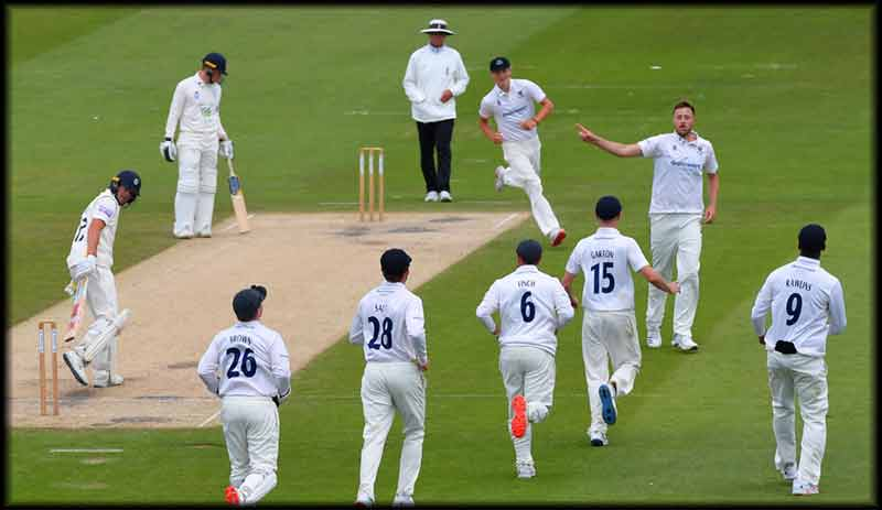 Rising #pacer Ollie Robinson, who was part of the Sussex squad for the upcoming Bob Willis #Trophy, has been asked to join England's closed-door #training camp ahead of the second Test against #Pakistan, #virealnews, for further info - https://t.co/OenJcDF6Nz https://t.co/oXDOyTQVHZ