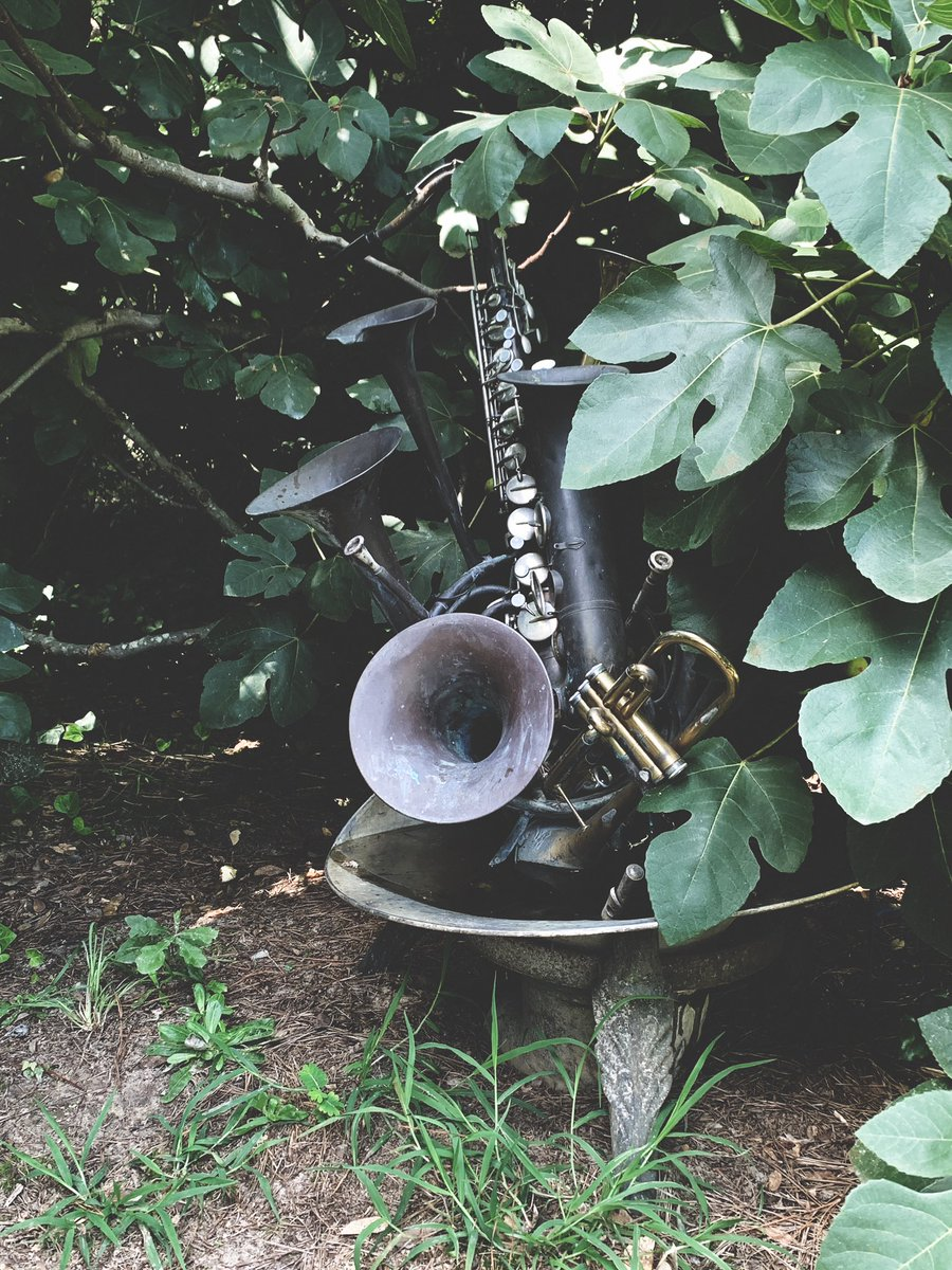 I just visited Mr. Fryar's garden recently.  I fell in love with his sculptures, especially this one of found music instruments.  pic.twitter.com/bKFXD2nnsj