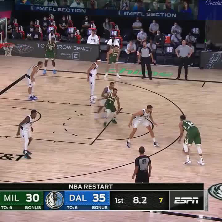 Giannis made this look too easy 👏 https://t.co/NBjgOvk8To