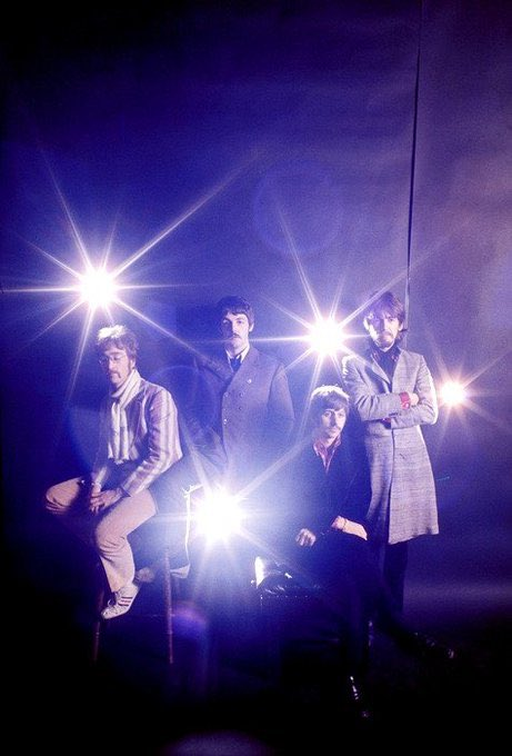Too cool!! #beatles #thebeatles #band #musicians #fab #fabfour #photo #lights #glow #lighting #cool #music #musiclover #style #colour #lensflare #repost #instadaily #instagood #instagram #instacoolpic.twitter.com/7tlybonGNM