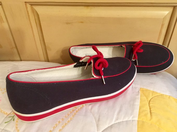 I gave myself these boat shoes for Christmas in the belief that I'd be sailing come spring. Then COVID-19 happened.  Was planning to sail (at last) tomorrow. But I'm having an allergic reaction and can't go.😢  #Sailboat #Shoes #SailingDream #FunOnTheWater #DreamBoat #WeekendFun https://t.co/8V5COp1Ba1