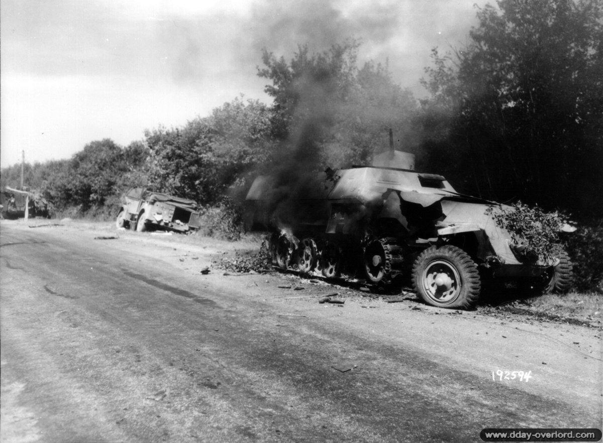 [#DDay76] 🇬🇧 #OTD August 11, 1944: near St-Aubin-d´Appenai, German SdKfz vehicles destroyed the same day by a M10 tank of the 813rd TD Bn.  [#DDay] 🇫🇷 11 août 1944: près de St-Aubin-d'Appenai, des SdKfz allemands détruits le même jour par un char M10 du 813rd TD Bn.  📸NARA #WW2 https://t.co/CZlZKsr7d6