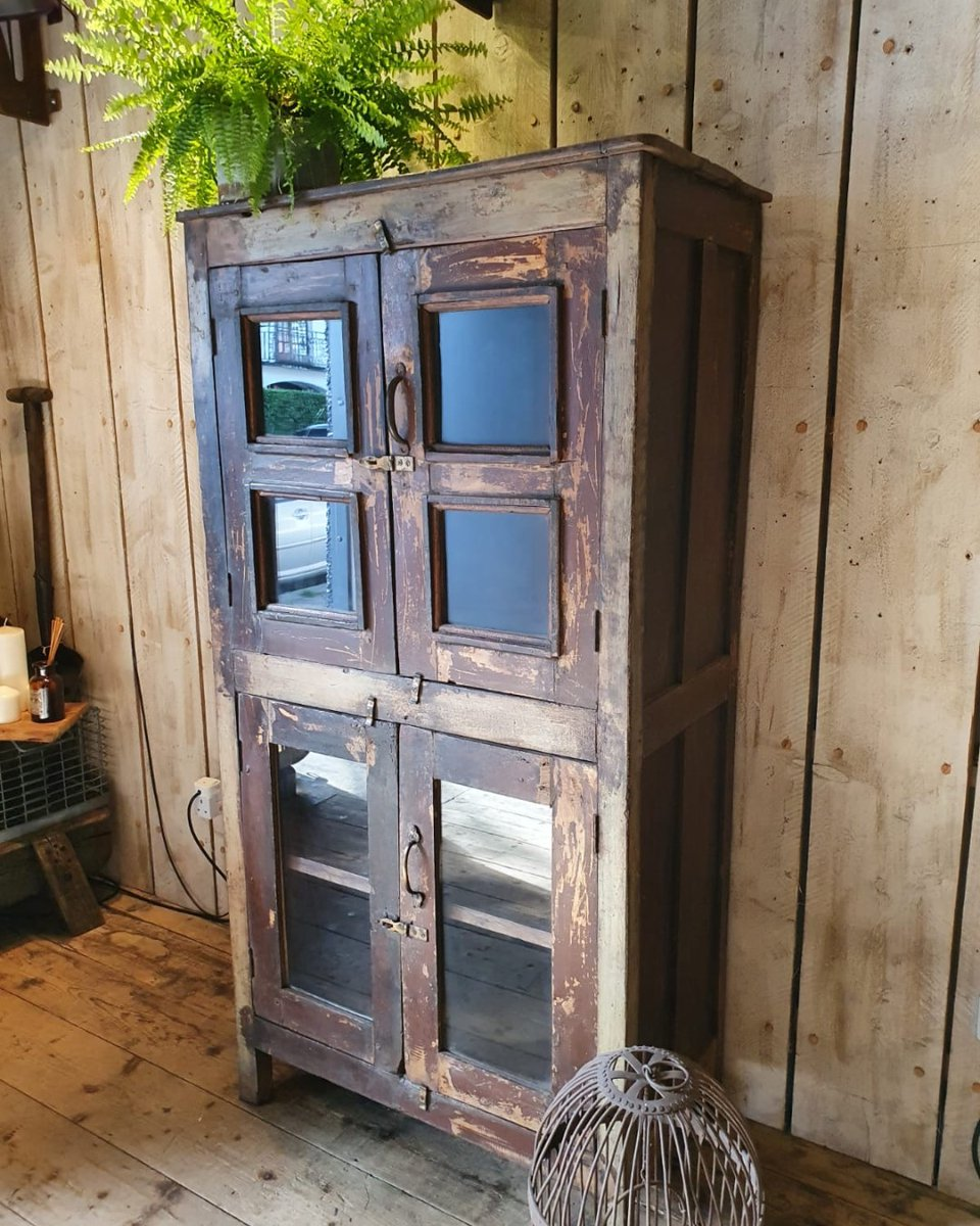 Lush patina on this rustic vitrine. https://reginaldballum.co.uk/in-stock/new-arrivals/…  #displaycabinet #storagesolutions #rusticstyle #interiorinspo #homestyle #curiocabinet #kitchen #diningroom #lounge #bedroompic.twitter.com/Z5GWVk404o