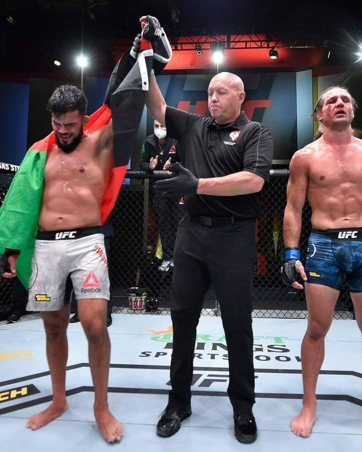 #Afghan MMA fighter Nasrat Haqparast beat his American rival Alex Munoz at UFC Fight Night in Las Vegas on Saturday. He won all three rounds on every scorecard against his wrestling-minded opponent #UFCVegas6 #MMA https://t.co/af1KzcK9CA