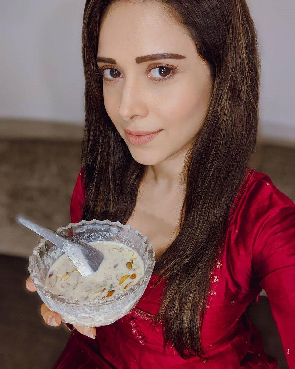 Sweet tooth #bollywood #bollywoodactress #bollywoodcelebs #bollywoodstars #celebrity #nushratbharucha #foodiepic.twitter.com/UtbMLwxxbX