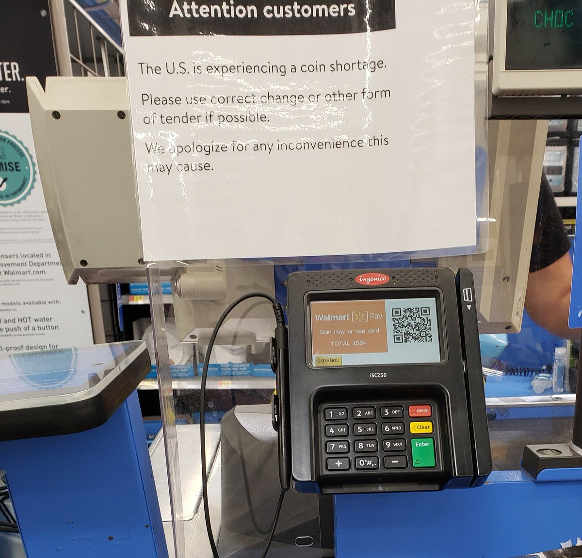 """A sign at the checkout line of a Walmart in Los Angeles. """"The U.S is experiencing a coin shortage"""". Then why do I have a fuck load of change in my pocket? pic.twitter.com/RCguUP6Upt"""