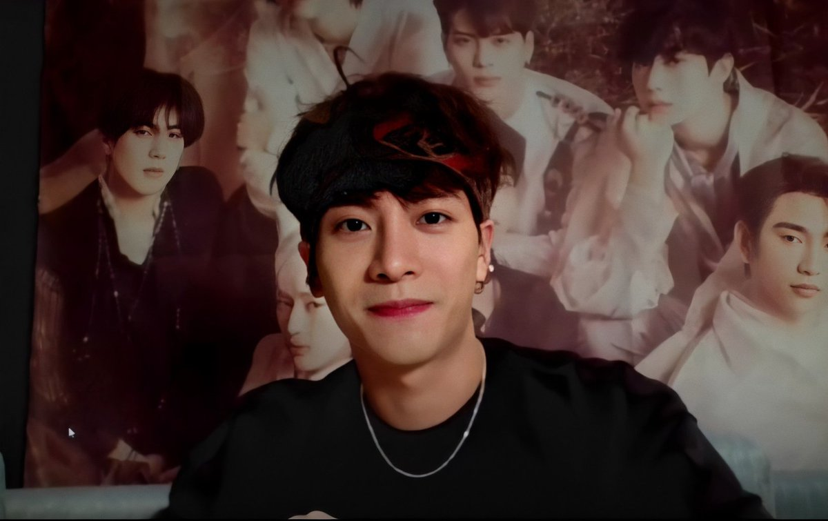 you did a vlive for 11 seconds but that 11 seconds made my day, how powerful pic.twitter.com/pm1GiJZFdK