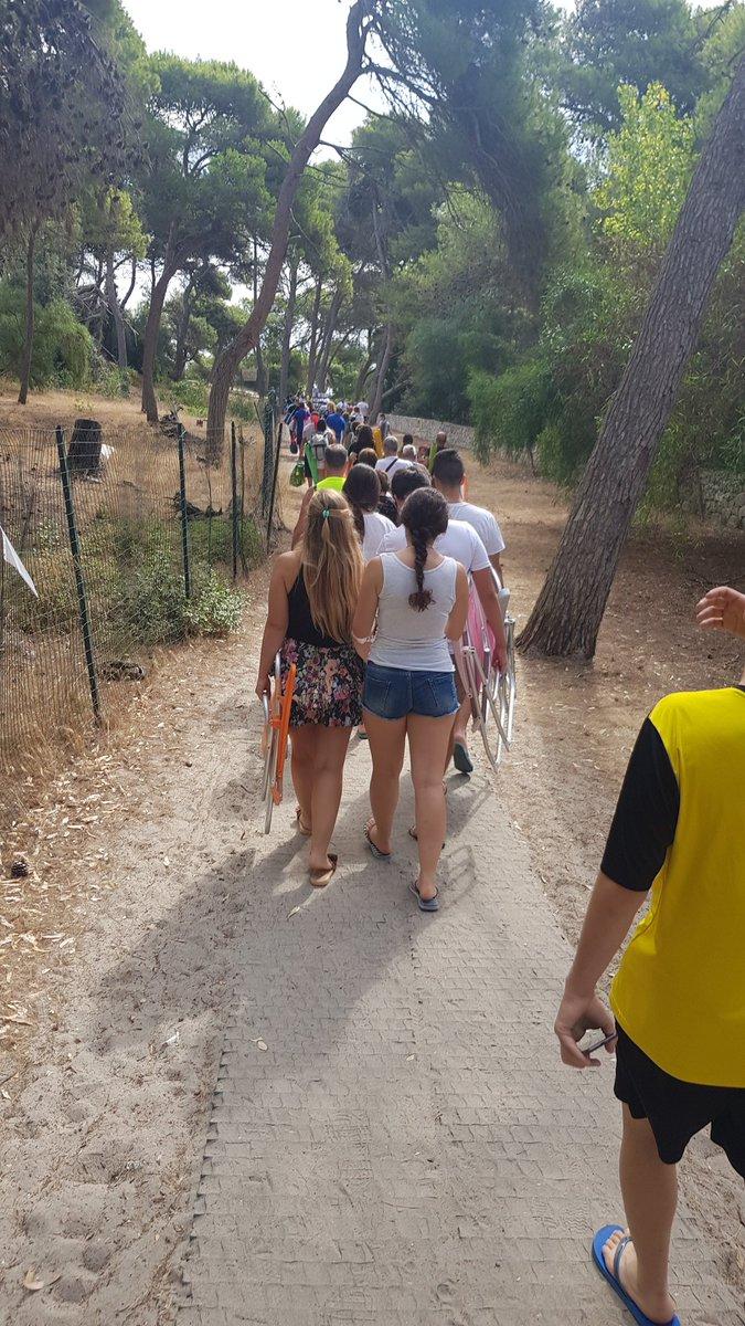 @RegionePuglia  in barba al #COVID19  è una vergona!! Pullman che scaricano turisti senza fine #torredellorso #Puglia  @GiuseppeConteIT #salento #distanzapic.twitter.com/f83lNRDxav