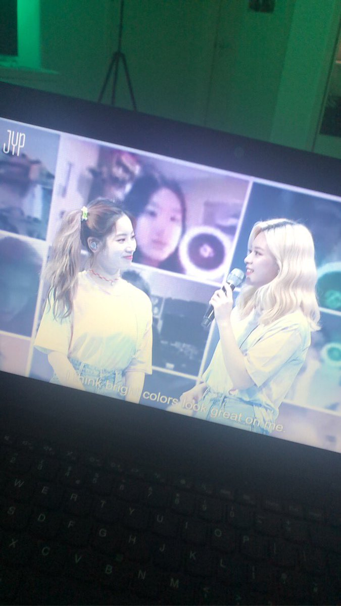 They way she looks at Jeongyeon stoppp:((( https://t.co/1apAiCRB3v