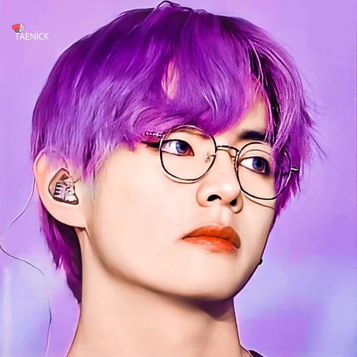 Taehyung oppa, please put your purple hair in a new comeback 😍💜🌈 #TaehyungPurpleHair  #TaehyungHairPurple  #TaehyungPurple  #ExaARMY https://t.co/4jJdKG3DAS