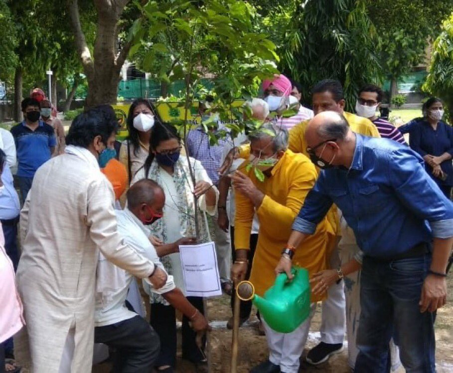 Planting trees & honouring our Corona Warriors in the presence of BJP Delhi President @adeshguptabjp Ji. Szone Chairperson @DrNandinishrma @vinod_walmiki Czone Deputy Chairman have started the drive and have undertaken the task of beautifying Earth on #WorldNatureConservationDay https://t.co/7PuwfRKglV