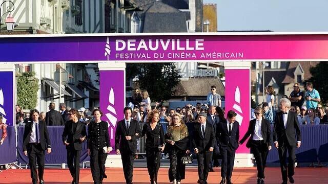 #FestivaldeDeauville . La sélection officielle du festival de Cannes s'invite sur les Planches #Festival de Deauville #Deauville #Culture @OuestFrance https://www.ouest-france.fr/festivals/festival-de-deauville/festival-de-deauville-la-selection-officielle-du-festival-de-cannes-s-invite-sur-les-planches-6920913…pic.twitter.com/ZbhaaEYkRv