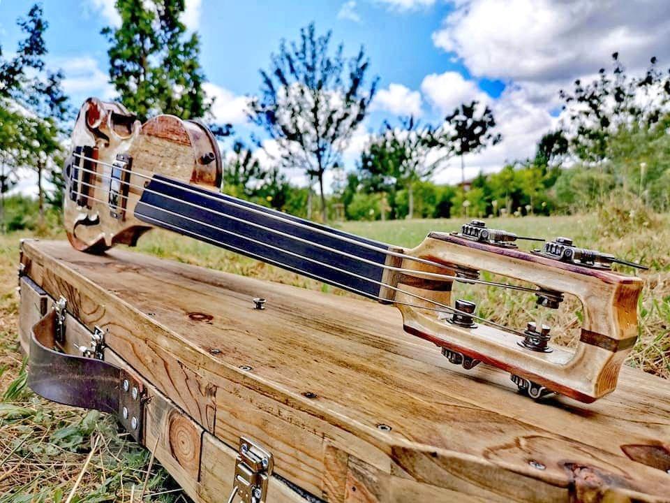 エレキバイオリンを手掛ける職人がエレキベースを作成した結果?エモい作品が出来上げる!